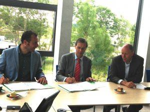 Tekenen contract bouw starterswoningen Berkel centrum: Ruud's finest hour!