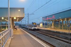 Station Westpolder in de avondschemering