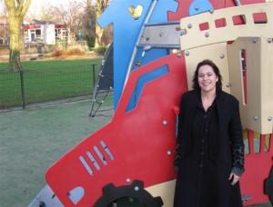 6. Ingrid Tuinenburg Sinds 10 jaar woon ik met man en dochter met plezier in Berkel en Rodenrijs. Een buurt met een geweldige speeltuin, scholen dichtbij, voldoende leefruimte en vooral een sociale buurt waar er aandacht is voor elkaar. Lansingerland krijgt er vanaf 2015 veel taken bij. Juist nu kan de PvdA het verschil maken en daar zet ik me heel graag voor in!