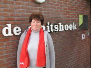 10. Greet Wijs Ik heb tientallen jaren ervaring in het wijk & buurtwerk in Kralingen-Crooswijk. Ook als overal aanwezig PvdA deelgemeente raadslid. Een paar jaar geleden ben ik verhuisd naar de Berkelse Meerpolder en werk nu met veel inzet in het PvdA afdelingsbestuur en ook voor de ouderen in Lansingerland. Die verdienen juist nu extra aandacht!