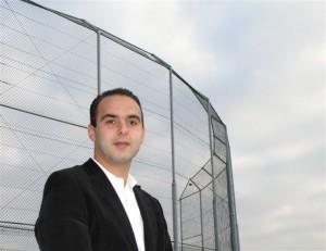 13. Samir Amghar Mijn naam is Samir Amghar (28 jaar). Ik ben een groot liefhebber van sporten in z'n algemeenheid. Ik beoefen zelf voetbal, tennis en atletiek. Ik draag alle sporten in Lansingerland daarom een warm hart toe.