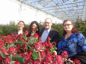 PvdA Top-Team met tweede van  links Naomie en de Noami-rozen op de voorgrond