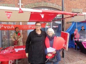 PvdA Kamerlid Astrid Oosenbrug en Joke Fraterman op de Berkelse braderie van 5 oktober. Thema: Ombudsteam PvdA Lansingerland