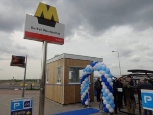 Officiële opening fietsenstalling station Berkel Westpolder